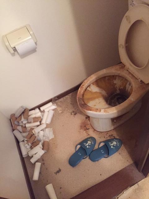トイレの片付け・清掃前