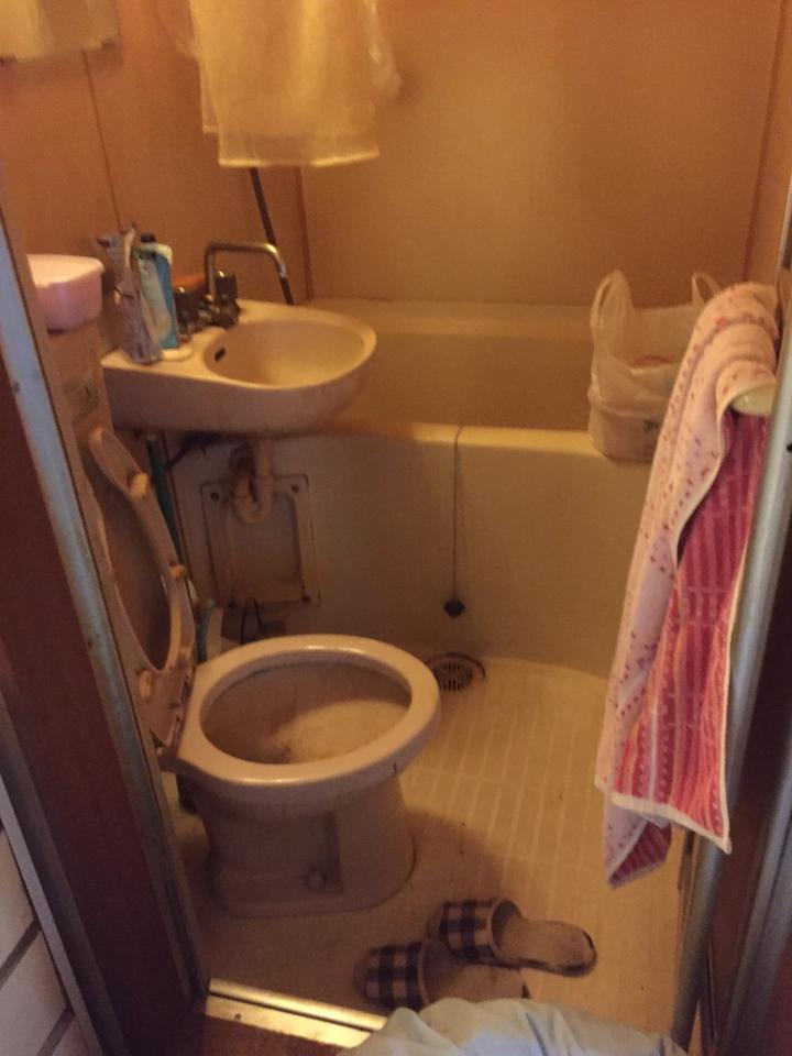 トイレの清掃・片付け前