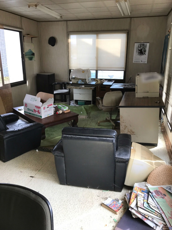プレハブ室内の不用品の状況