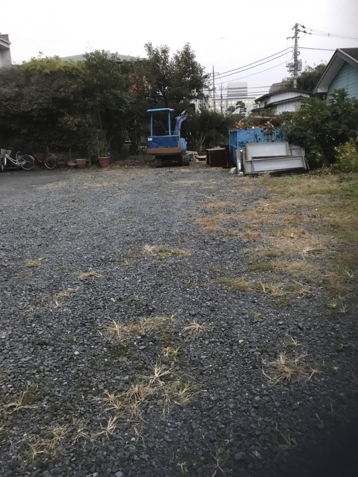 草刈り完了後の敷地内