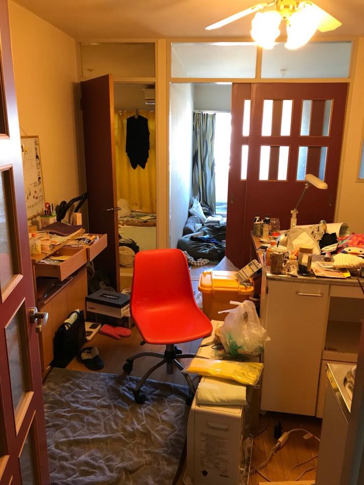 居間の遺品整理前