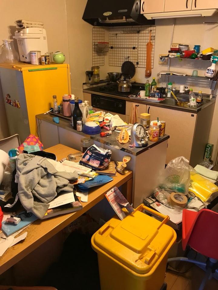 台所のテーブル整理前