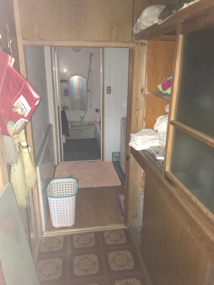 洗面所・廊下の遺品整理前