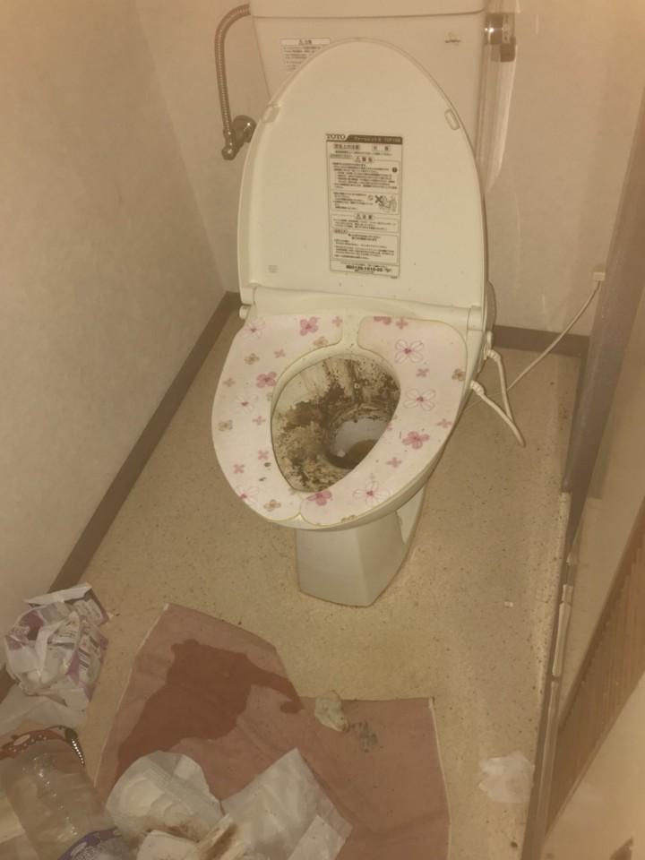 トイレの片付け・クリーニングの施工前