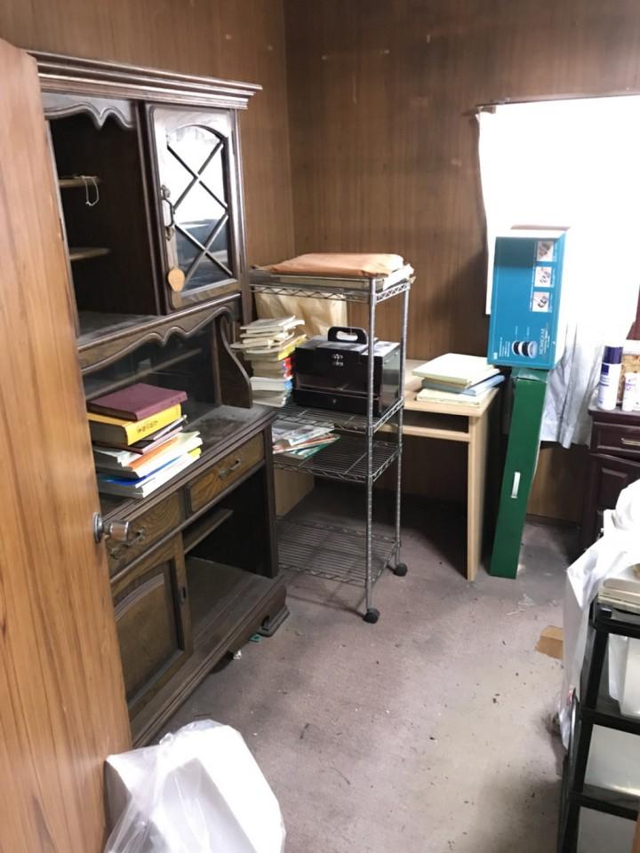 遺品整理前の残置物(家具類)
