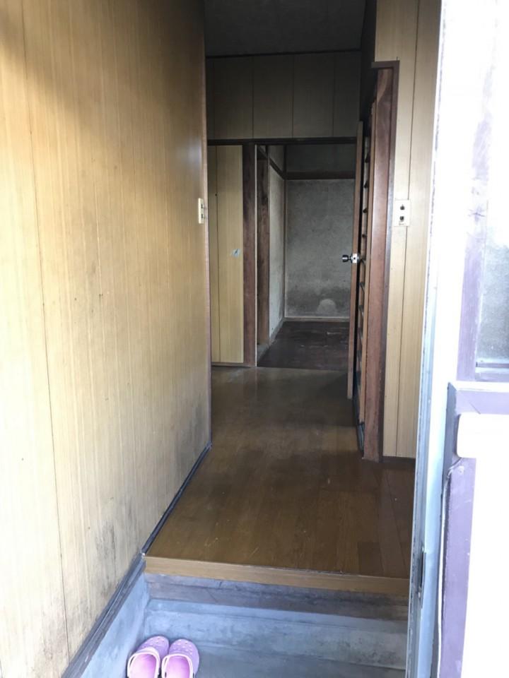 遺品整理後の廊下