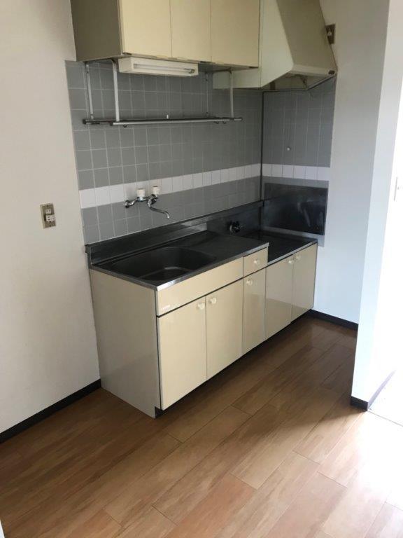 遺品整理後のキッチン(台所)