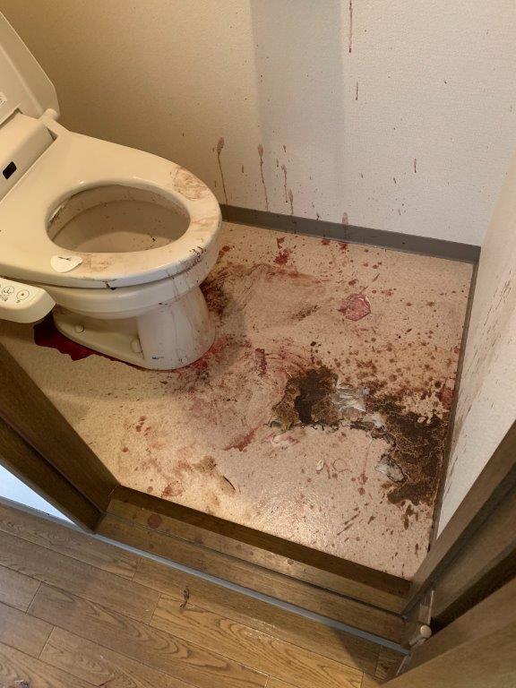 清掃前のトイレ