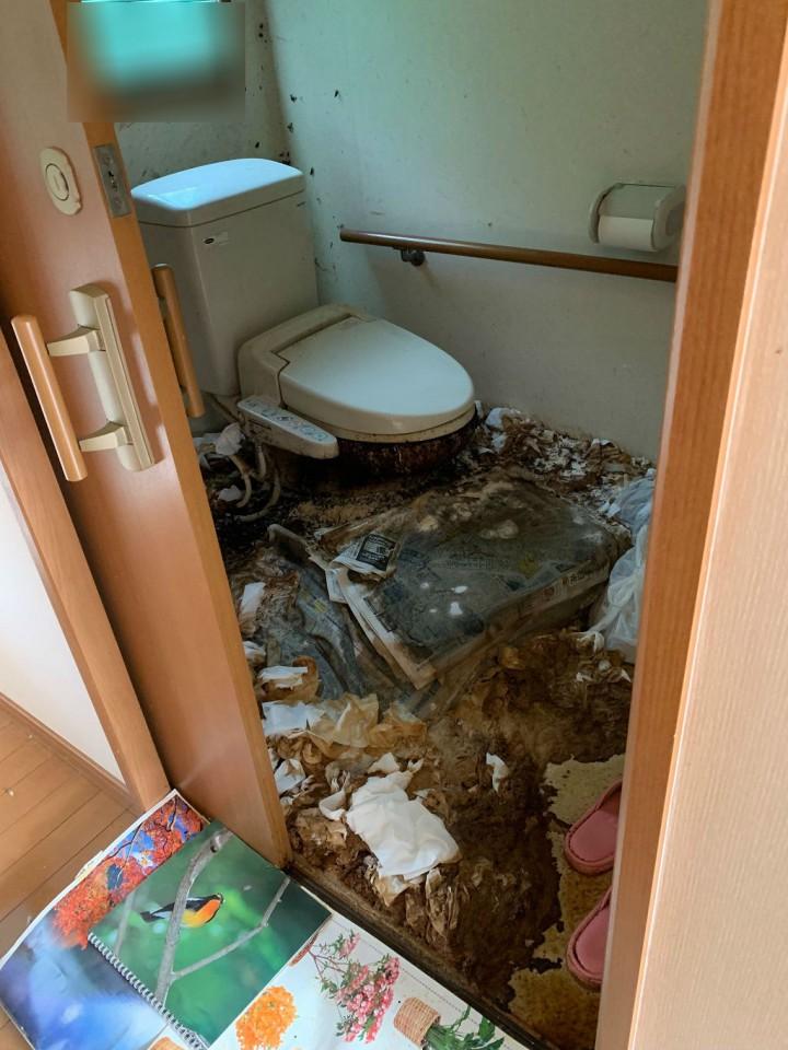 トイレの特殊清掃前