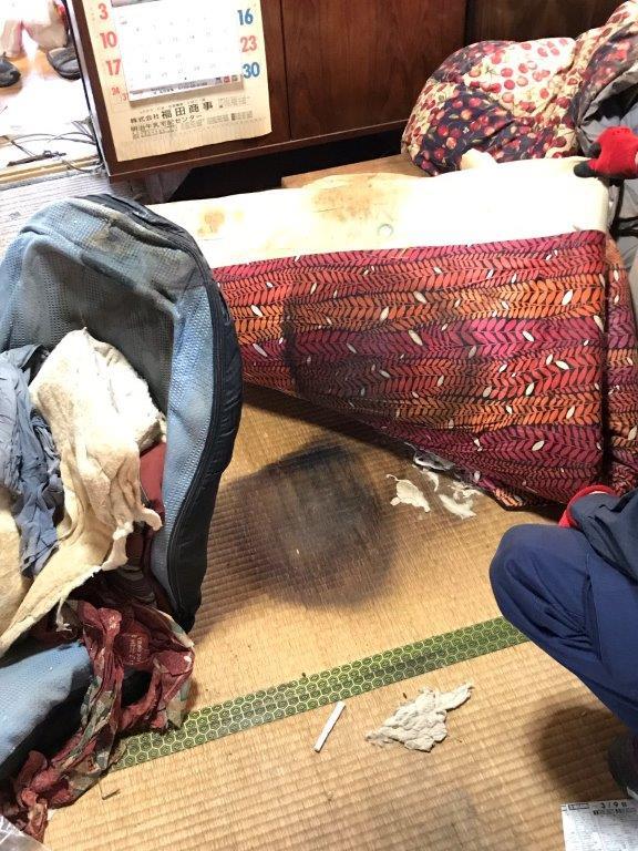 汚染物がしみ込んだ畳