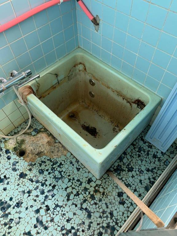 浴槽の特殊清掃前