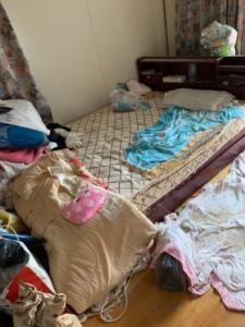 特殊清掃前のベッド