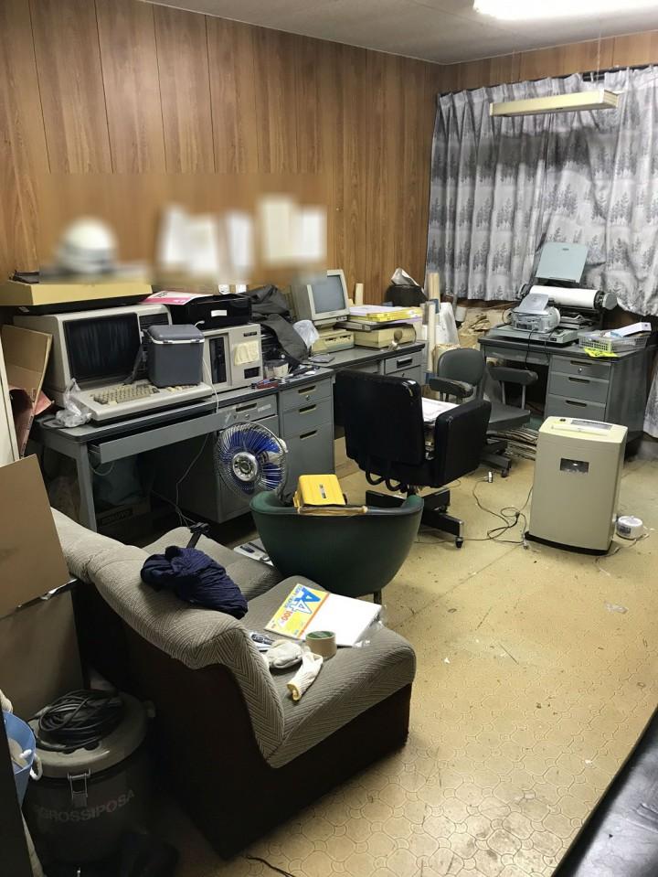 事務所内の残置物片付け前