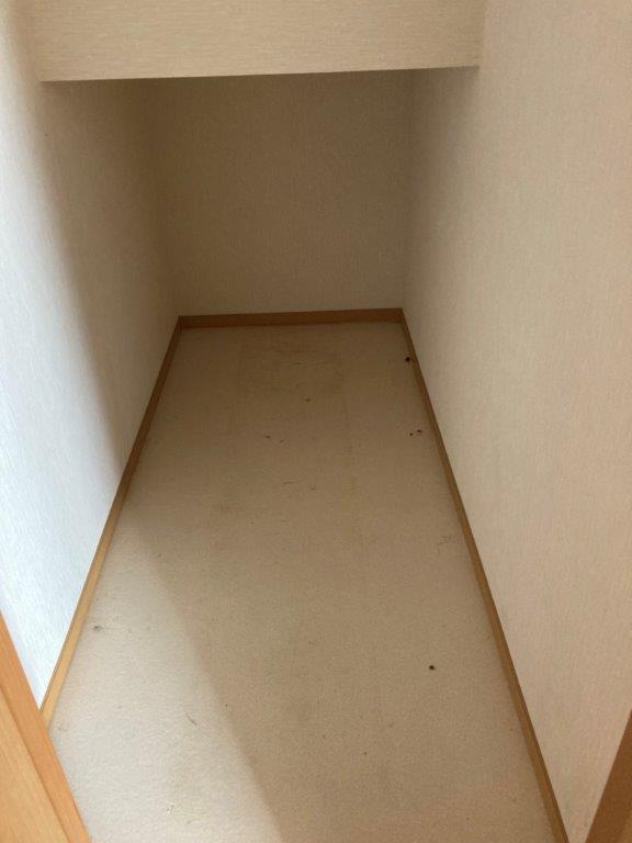 階段下の片付け後