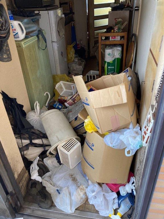 ゴミ屋敷清掃 玄関の片付け前