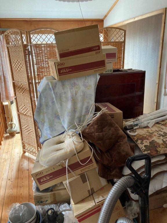 2階12畳のお部屋の片付け前
